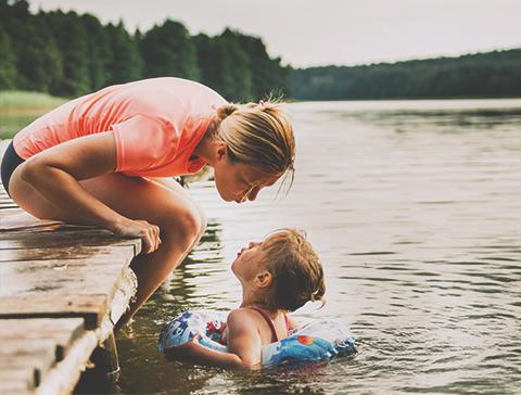 lac quai mère fils baignade